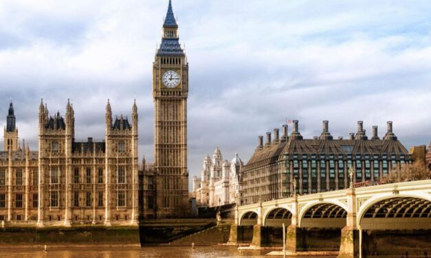 Лондон да премине към най-високото ниво 3 на ограничения с нарастването на инфекциите
