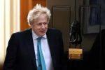 Англия излиза от карантината и се връща към регионалните ограничения