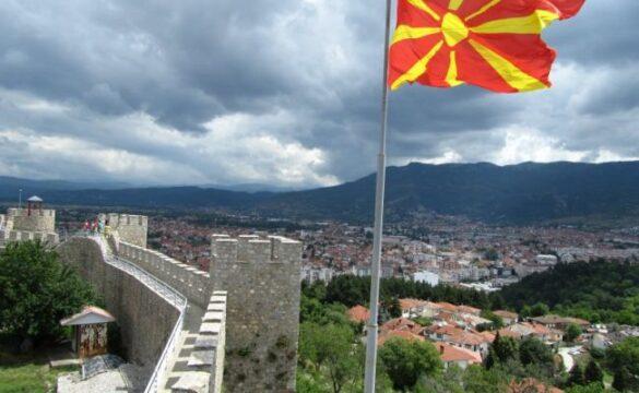 Дипломатически совалки. Македонският външен министър в София заради плана за действие