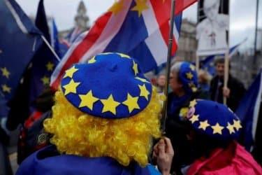 Хиляди граждани на ЕС може да загубят правото си на пребиваване във Великобритания