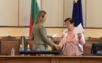 Ива Митева пак е председател на парламента